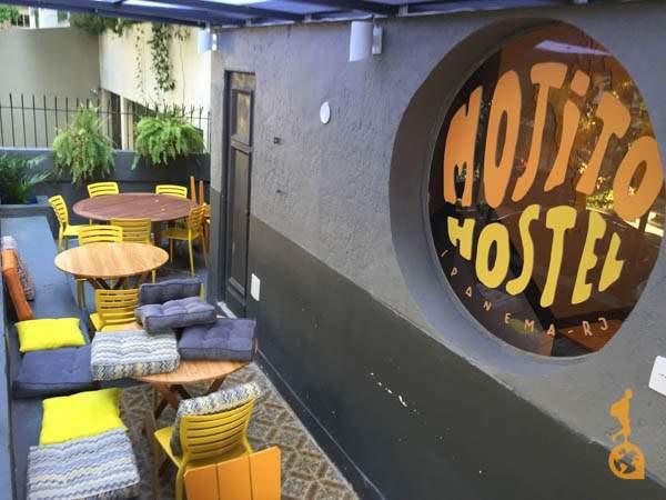 Varanda na entrada do Mojito Hostel